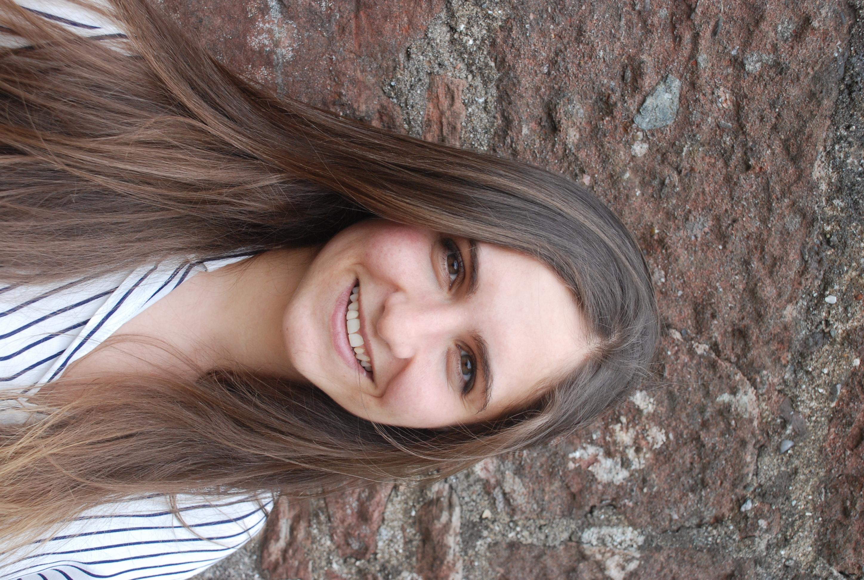 Suzanne Al-Gayaar Copywriter & UX Writer